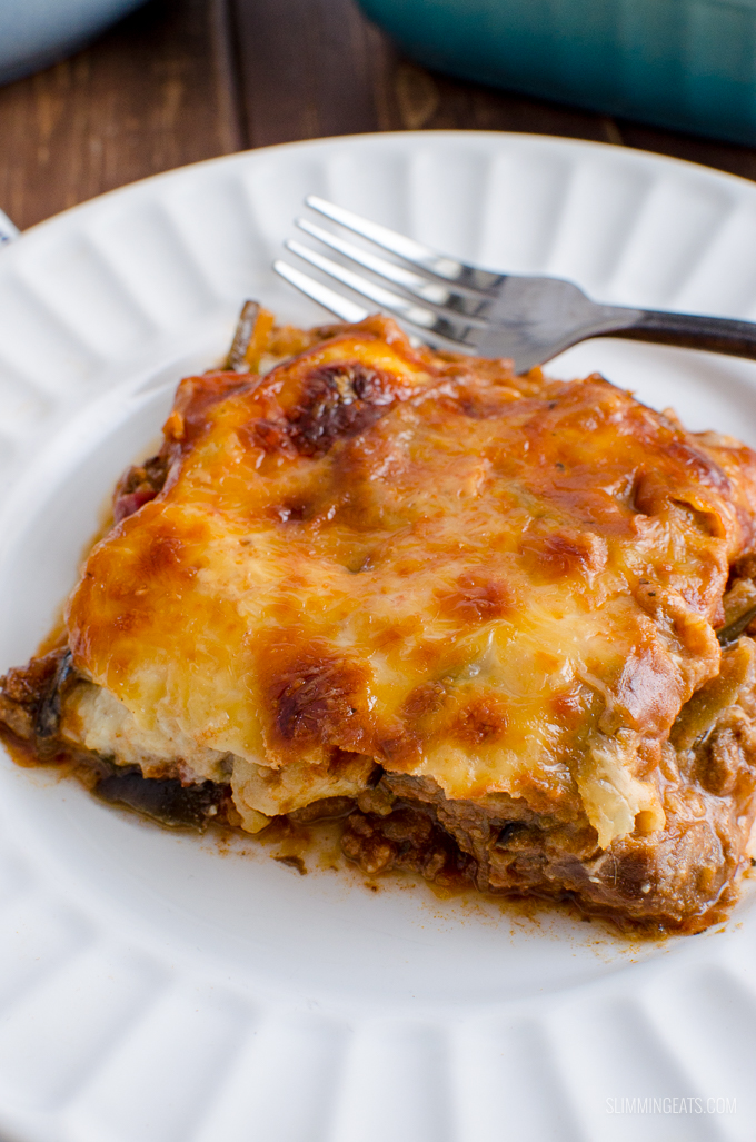 Delicious Slimming World Low Syn Moussaka - a light and healthier version of this Traditional Greek dish. Gluten Free, Slimming World and Weight Watchers friendly | www.slimmingeats.com