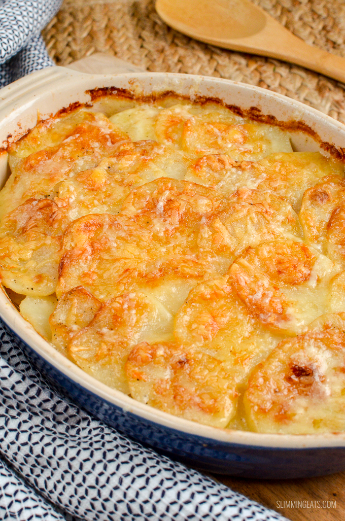 Everyone one loves a cheesy garlicky Potato Gratin and this one will not disappoint. It ticks every box and is truly scrumptious. gluten free, vegetarian, Slimming World and Weight Watchers friendly | www.slimmingeats.com