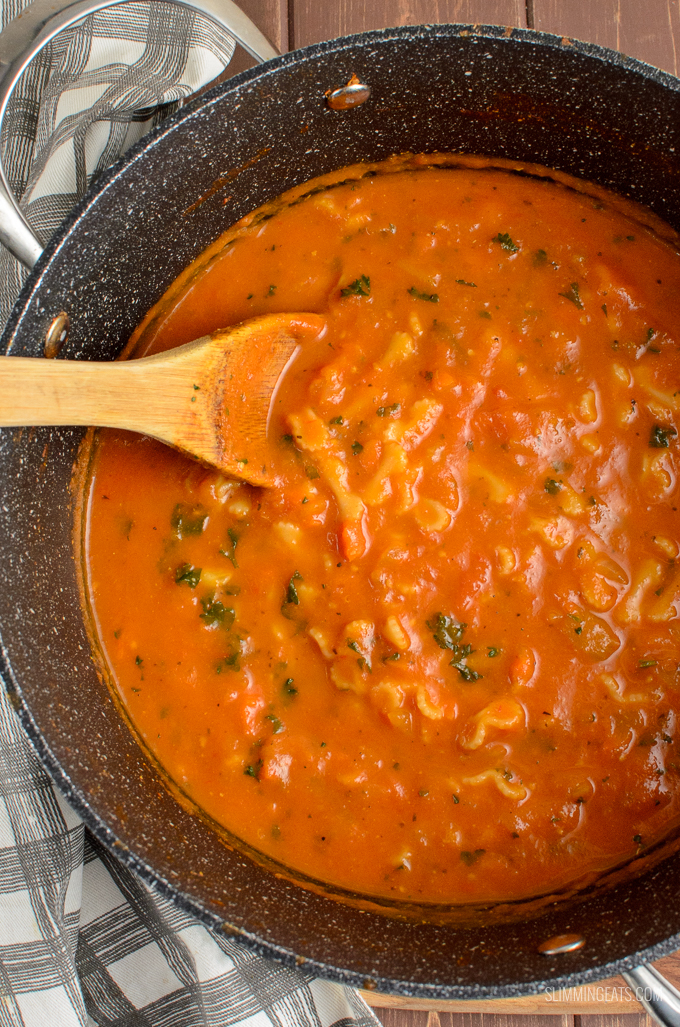 Syn Free Tomato and Pasta Soup - fresh delicious flavour, but simple ingredients for a perfect soup recipe for the whole family to enjoy.  Dairy Free, Vegetarian , Slimming World and Weight Watchers friendly | www.slimmingeats.com