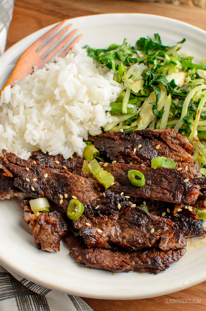 Simple Ginger and Garlic Marinated Steak with a Soy Glaze - a perfectly delicious and Quick Syn Free Dinner.Gluten free, dairy free, paleo, whole30, slimming world and weight watchers friendly. SYNS: 0 | CALORIES: 244 | Weight Watchers Smart Points: 4 | www.slimmingeats.com