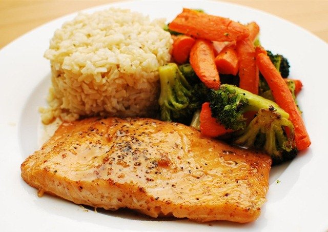Slimming Eats Maple Glazed Salmon - gluten free, dairy free, paleo, Slimming World (SP) and Weight Watchers friendly
