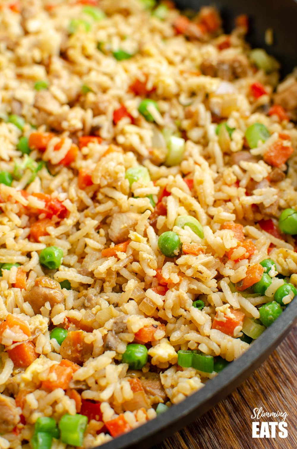 close up of chicken fried rice in frying pan