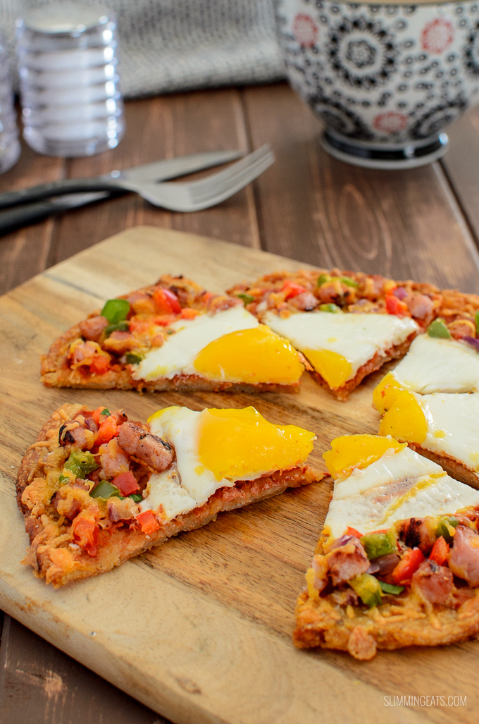 Pizza is not just for Dinner - Try my Syn Free Breakfast Hash Brown Pizza - a crispy golden hash brown base with all your favourite breakfast toppings. Gluten Free, Vegetarian, Slimming World and Weight Watchers friendly. | www.slimmingeats.com