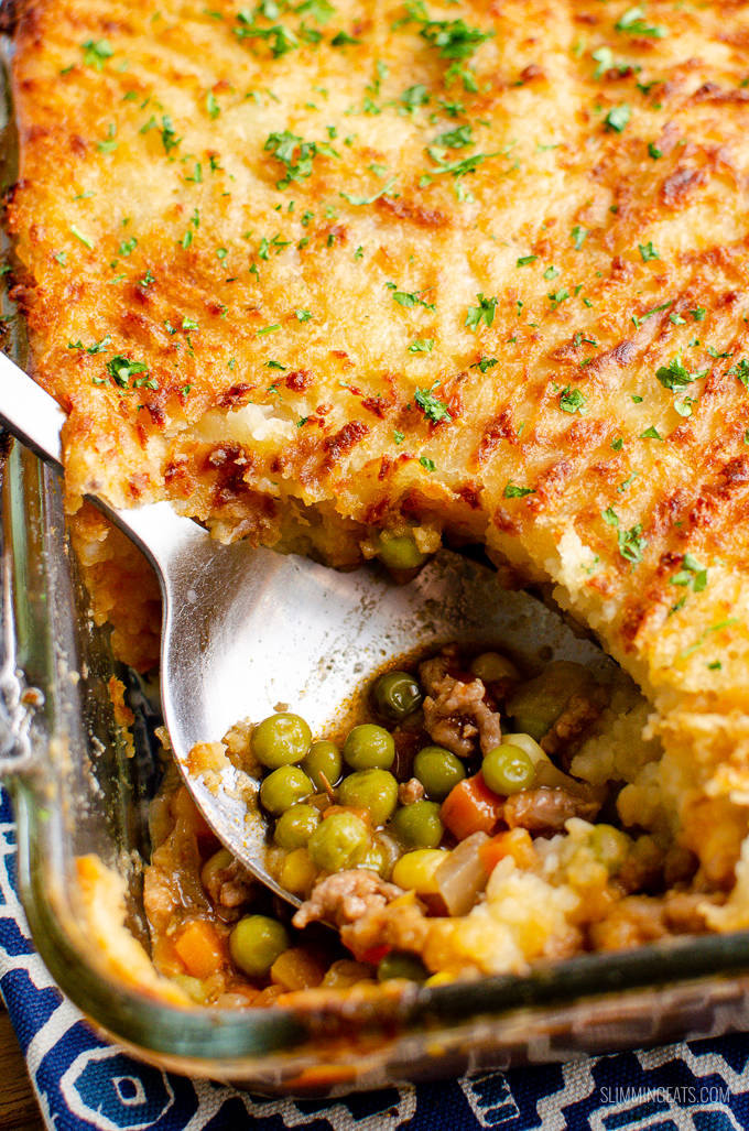 Low Syn Classic Shepherd's Pie - delicious ground lamb and vegetables in a gravy sauce topped with golden, creamy mashed potatoes. Pure comfort food for the whole family to enjoy. | gluten free, dairy free, Slimming World and Weight Watchers friendly