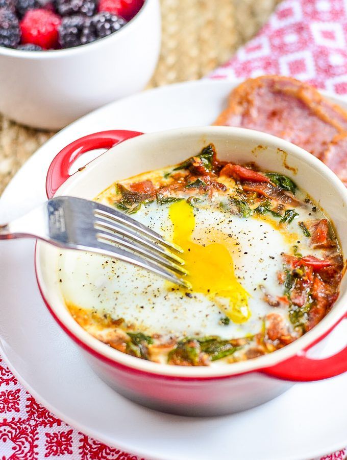 Baked Egg with Spinach and Tomatoes