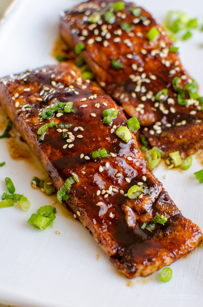 Love Salmon? This Teriyaki Salmon with Noodles is a simple low syn delicious dish that the whole family will enjoy. Dairy Free, Slimming World and Weight Watchers friendly | www.slimmingeats.com