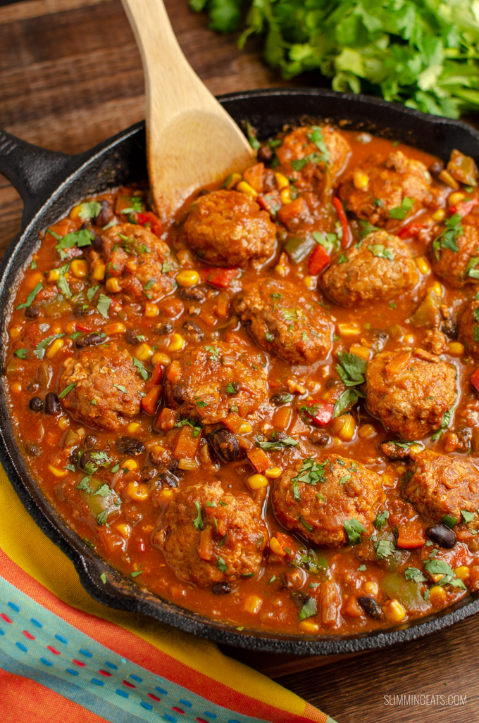 Syn Free Southwestern Turkey Meatballs - delicious turkey meatballs in a amazing spicy Southwestern Style Sauce with black beans, corn and veggies. Gluten Free, Dairy Free, Slimming World and Weight Watchers friendly. | www.slimmingeats.com #slimmingworld #weightwatchers #meatballs #synfree #turkey