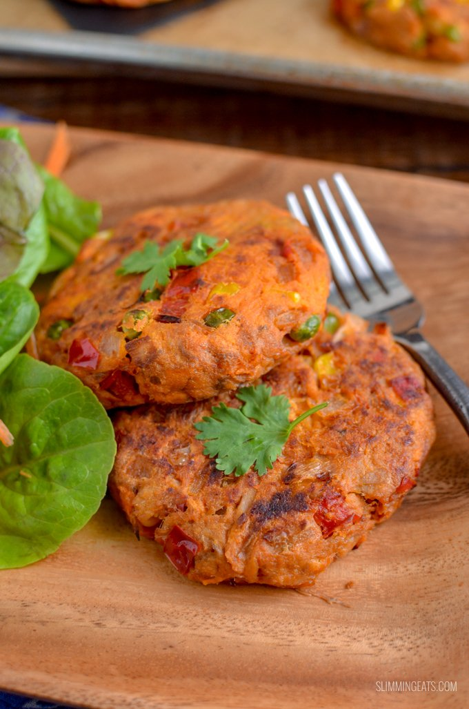 Add a batch of these Amazing Red Pesto, Sweet Potato and Tuna Burgers to your meal plan this week and serve them for lunch with a mixed salad or even on the side of some soup. They are perfect to enjoy hot or cold. Gluten Free, Slimming World and Weight Watchers friendly | www.slimmingeats.com #weightwatchers #slimmingworld #glutenfree #burgers #tuna #sweetpotato