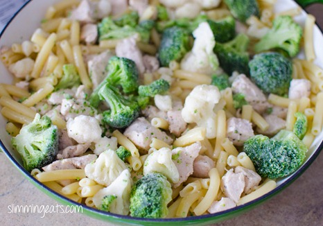 Slimming Eats Chicken, Broccoli and Cauliflower Pasta Bake - Slimming World and Weight Watchers friendly