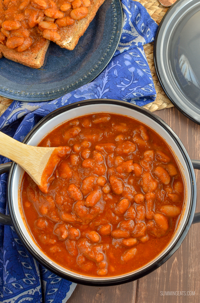 Delicious homemade and Syn Free No Added Sugar Baked Beans - perfect to enjoy at breakfast, lunch or dinner. Gluten Free, Dairy Free, Vegan, Slimming World and Weight Watchers friendly | www.slimmingeats.com