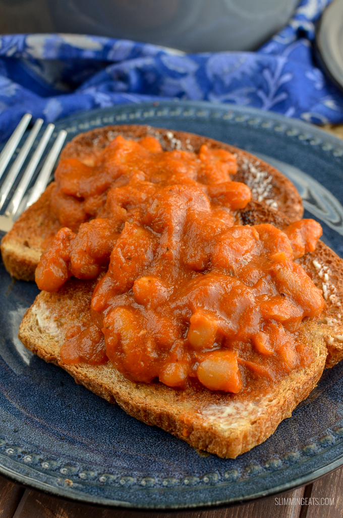 Delicious homemade and Syn Free No Added Sugar Baked Beans - perfect to enjoy at breakfast, lunch or dinner. Gluten Free, Dairy Free, Vegan, Slimming World and Weight Watchers friendly   www.slimmingeats.com
