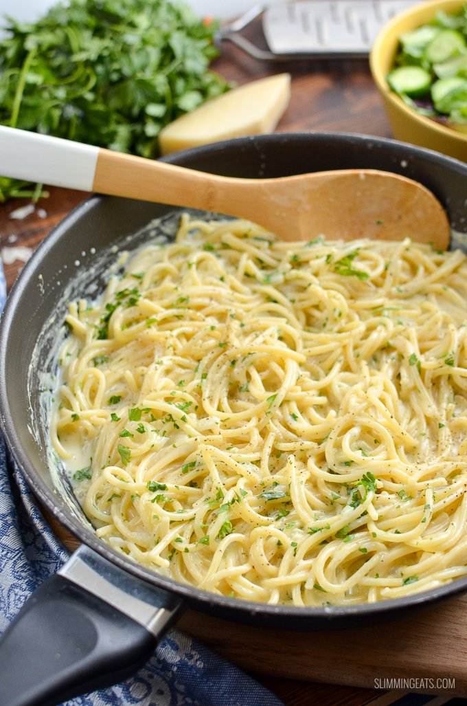Dig into a plate of this delicious Syn Free Creamy Garlic Pasta - a super quick and easy one pot pasta dish that the whole family will love. Vegetarian, Slimming World and Weight Watchers friendly