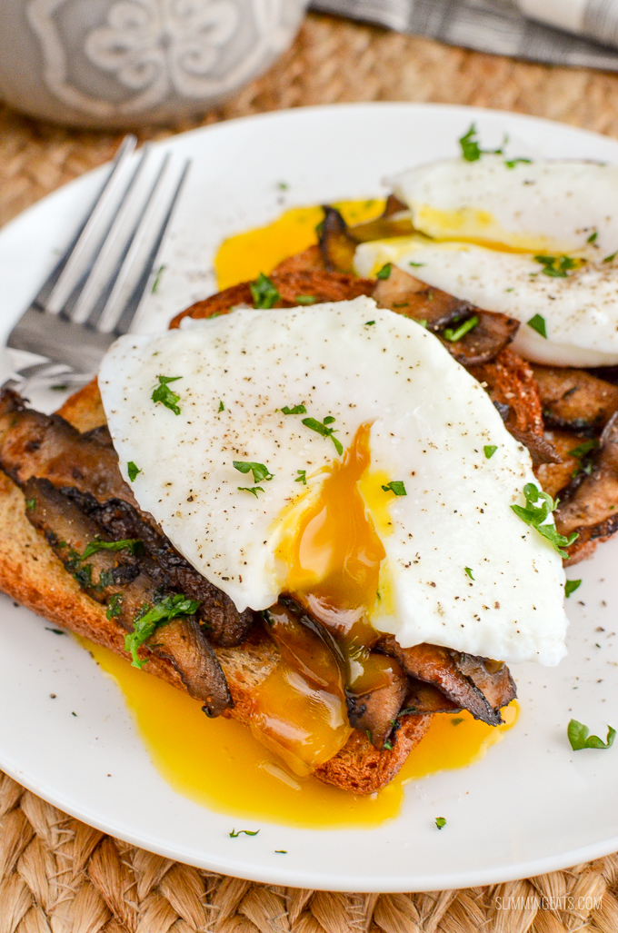 Poached Eggs over Garlic Mushrooms | Slimming World