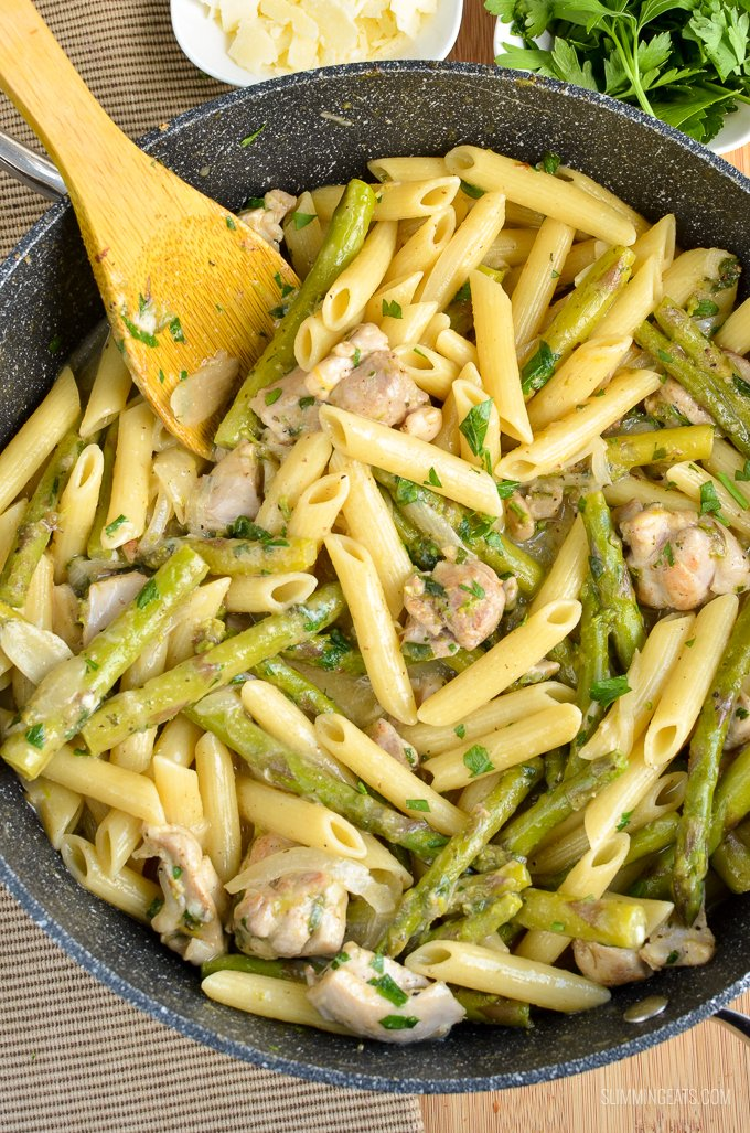 Slimming Eats Syn Free One Pot Chicken and Asparagus Pasta - Slimming World and Weight Watchers friendly