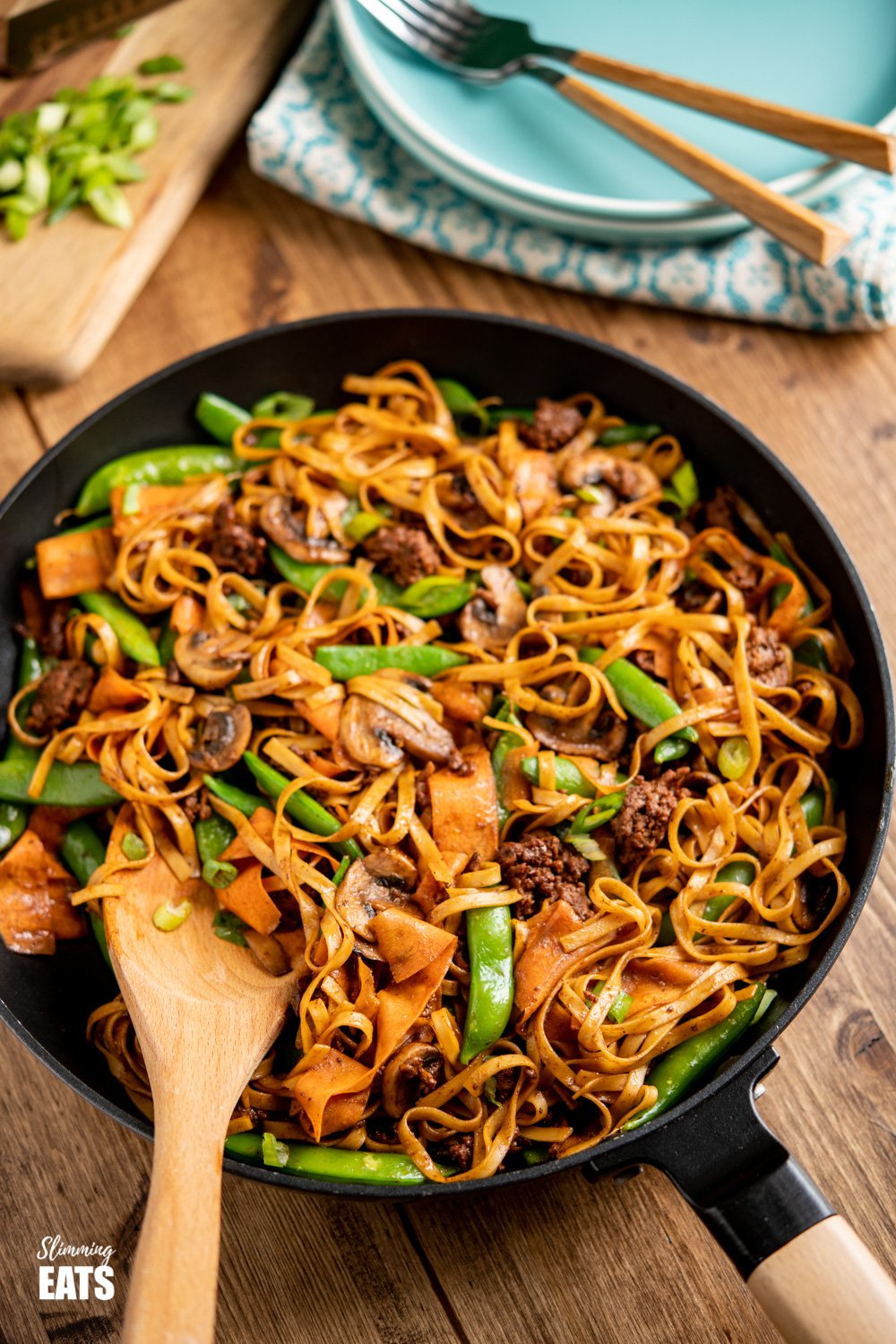 hoisin beef noodles in black frying pan