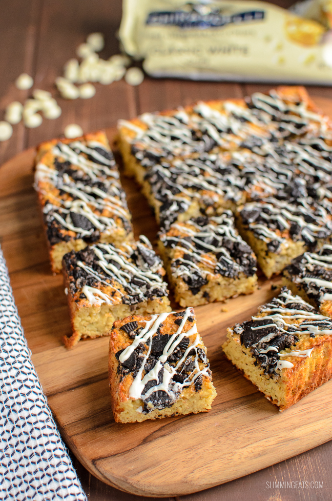 Delicious Cookies and Cream Oat Bites with a white chocolate drizzle - enjoy 4 of these for 1 Healthy Extra B and 6 syns. Slimming World and Weight Watchers friendly