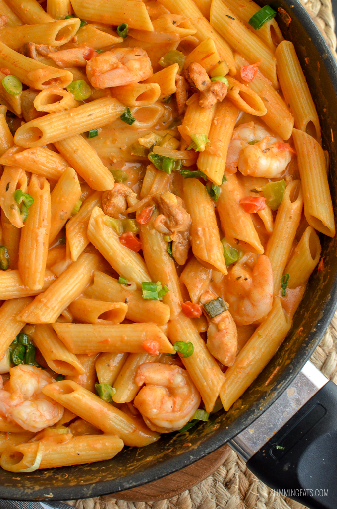 Dig into a bowl of this delicious spicy One Pot New Orleans Cajun Pasta - the only regret will be not having enough for seconds. Slimming World and Weight Watchers friendly | www.slimmingeats.com