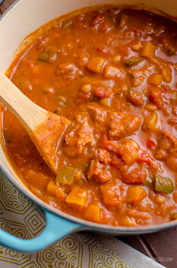 Dig into a spicy hearty warming bowl of Syn Free One Pot Campfire Stew with delicious Southern Flavours - my take on a popular Slimming World Recipe. Gluten Free, Dairy Free, Slimming World and Weight Watchers friendly   www.slimmingeats.com