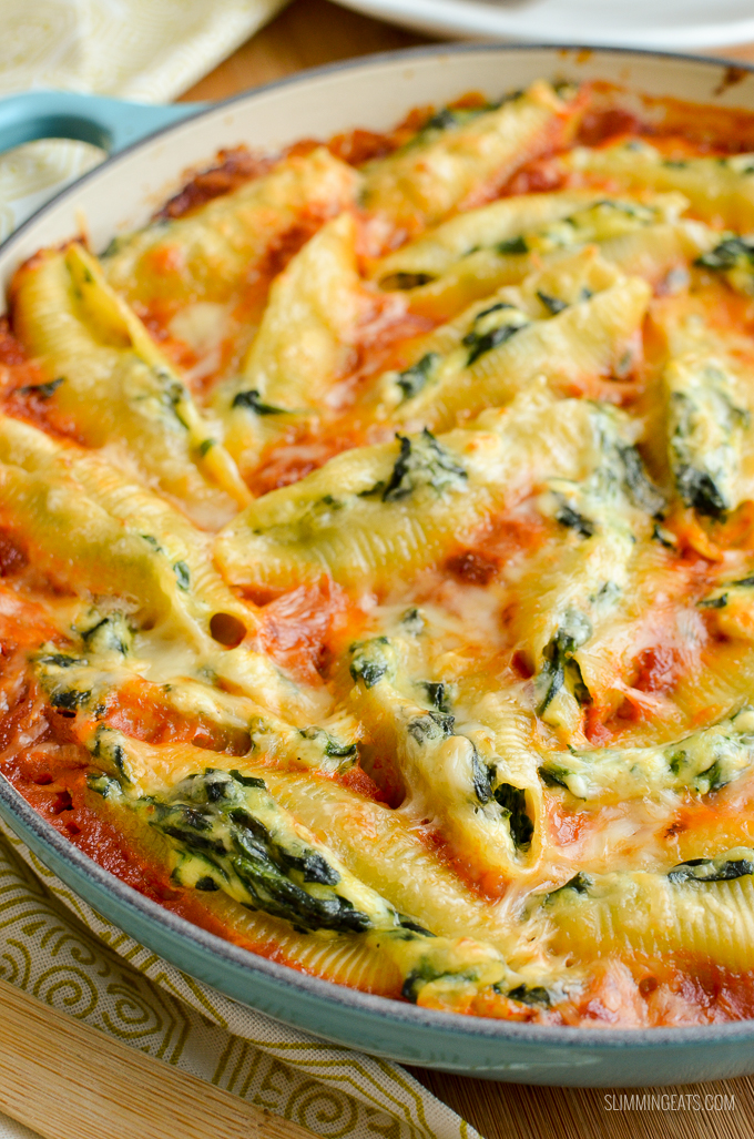Everyone will love these Syn Free Ricotta and Spinach Stuffed Pasta Shells - mouthwatering delicious!!! Vegetarian, Slimming World and Weight Watchers friendly