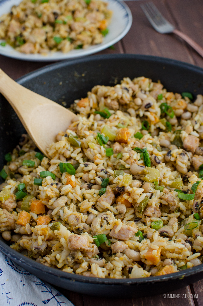 A traditional Southern dish usually served on New Year's day, this One Pot Hoppin John is delicious, low syn and a real comfort bowl of food. Gluten Free, Dairy Free, Slimming World and Weight Watchers friendly | www.slimmingeats.com #rice #pork #slimmingworld #weightwatchers