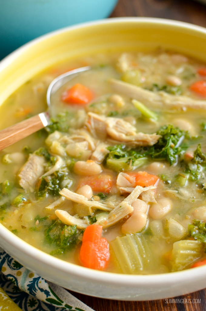 Dig into a hearty bowl of Syn Free Tuscan Chicken and White Bean Soup - a delicious, healthy and flavoursome soup that is perfect any time of year. Gluten Free, Dairy Free, Slimming World and Weight Watchers friendly | www.slimmingeats.com #slimmingworld #weightwatchers #glutenfree #dairyfree #soup #chicken