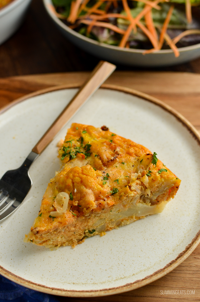 Syn Free Roasted Cauliflower Frittata - delicious roasted flavoursome cauliflower combined with eggs, pumpkin puree and parmesan for a delicious and colourful frittata. Perfect for lunches and picnics. Gluten Free, Vegetarian, Slimming World and Weight Watchers friendly | www.slimmingeats.com #slimmingworld #weightwatchers #glutenfree #vegetarian