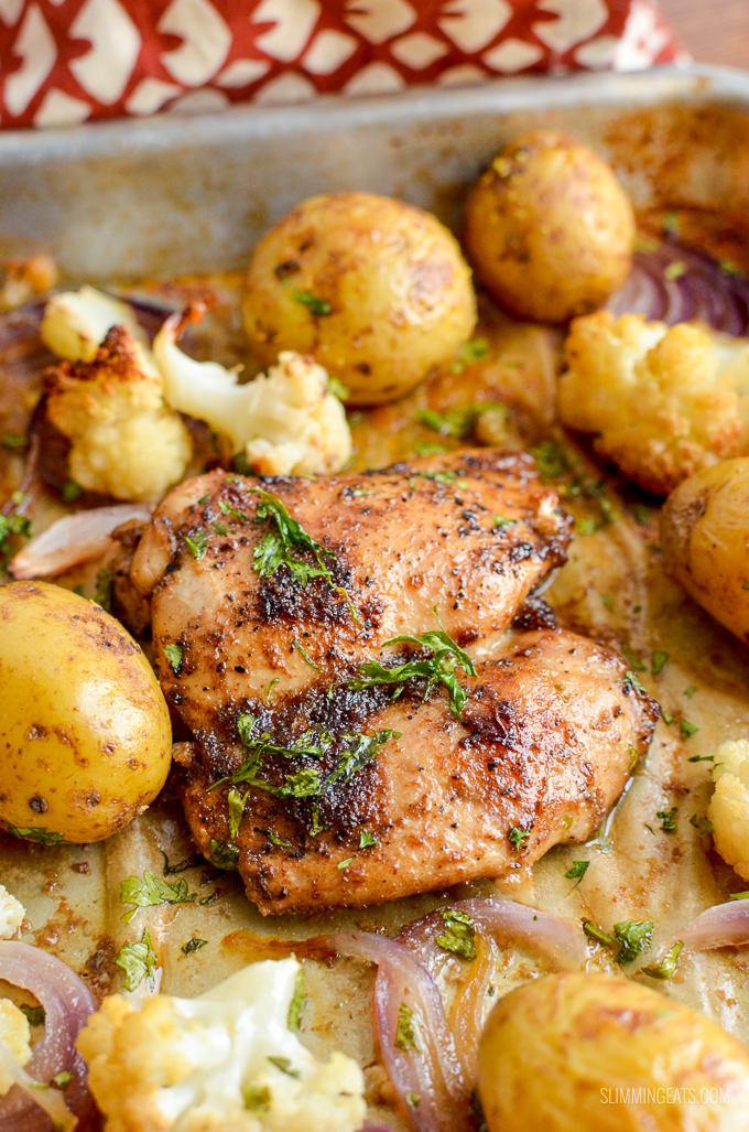 Make this delicious Syn Free Black Pepper Chicken Traybake for dinner tonight, simple dish with roasted cauliflower and baby potatoes.   gluten free, dairy free, paleo, Whole30, Slimming World and Weight Watchers friendly