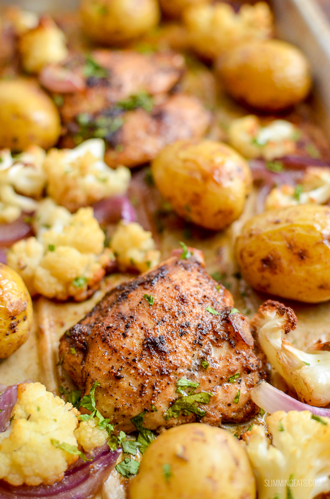 Make this delicious Syn Free Black Pepper Chicken Traybake for dinner tonight, simple dish with roasted cauliflower and baby potatoes. | gluten free, dairy free, paleo, Whole30, Slimming World and Weight Watchers friendly