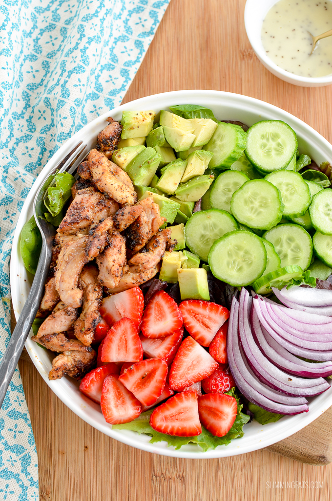 Enjoy this fresh and colourful Chicken Strawberry Avocado Salad - a perfect meal for a hot summer's day. | gluten free, Slimming World and Weight Watchers friendly