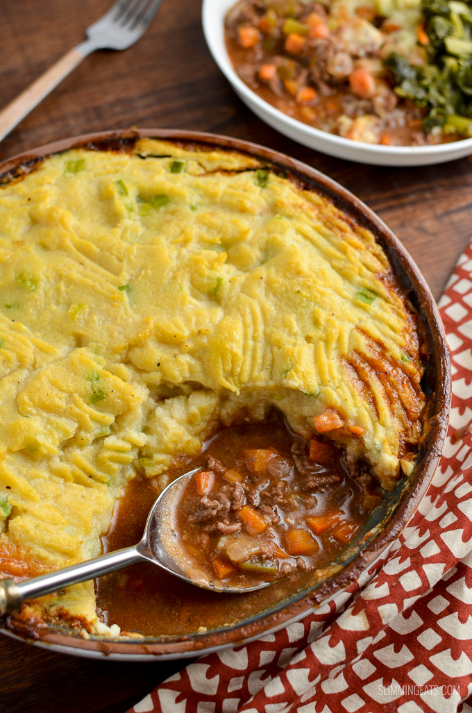 You won't miss the potatoes in this Delicious Healthy Cottage Pie with Cauliflower Spring Onion Mash - a perfect SP friendly meal. | gluten free, dairy free, paleo, Whole30, Slimming World and Weight Watchers friendly