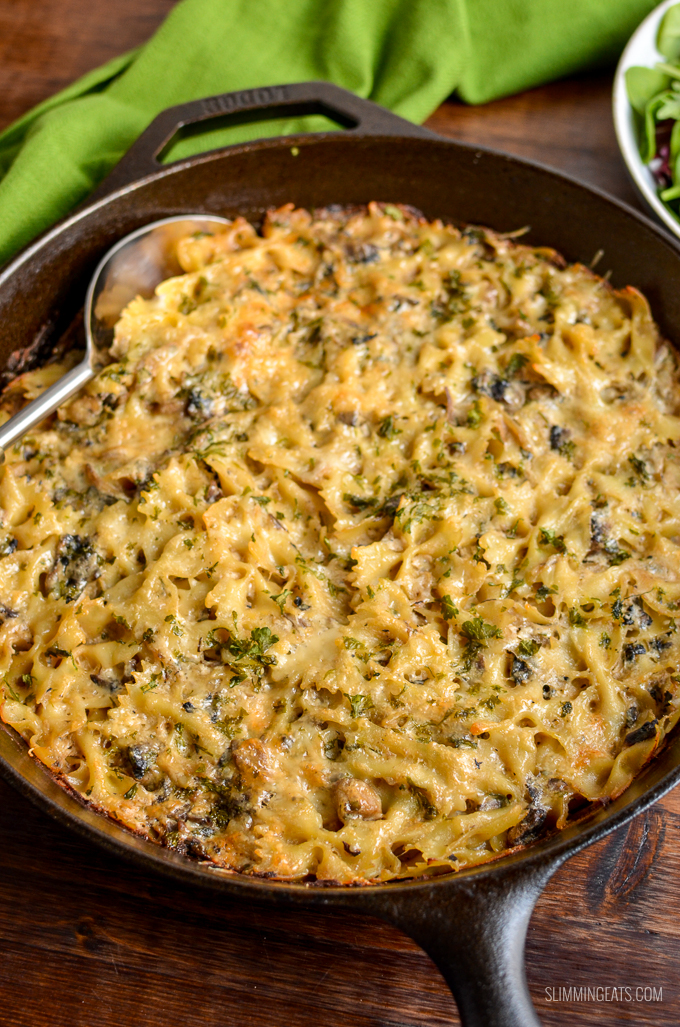 Dig into this heavenly Syn Free Baked Garlic Mushroom and Ricotta Pasta dish - a perfect speed filled recipe. | vegetarian, Slimming World and Weight Watchers friendly