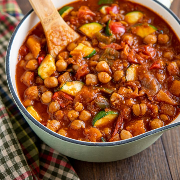 Chickpea Vegetable Chilli (Stove Top and Instant Pot)